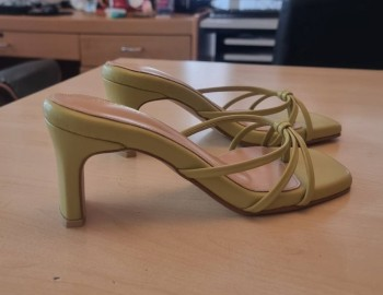 ขนาดของส้นรองเท้าส้นสูง