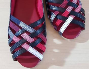 การทำรองเท้าที่ใช้ผ้าทอ