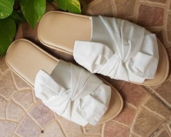 รับสร้างแบรนด์ OEM รองเท้า